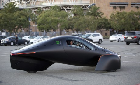 Aptera太阳能三轮车预订上万台,车身由大麻制成