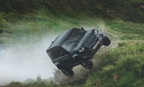 10台全新路虎卫士在电影《007:无暇赴死》里上演疯狂追逐