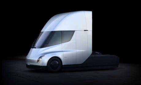 特斯拉Semi再现身 协助运输Model 3
