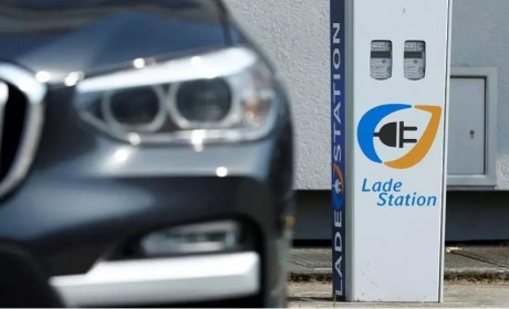 德国欧宝小镇的电动汽车充电站