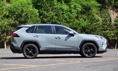 SUV年轻化个性化的样板 试驾全新RAV4荣放2.5L双擎