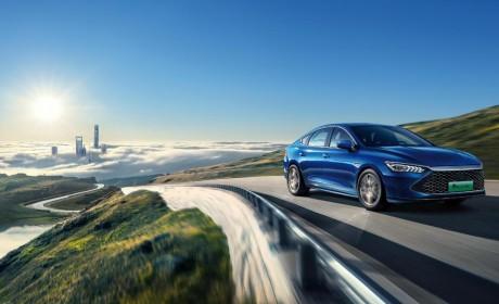 来自比亚迪DM-i超级混动的降维打击,颠覆的不只是新能源汽车市场
